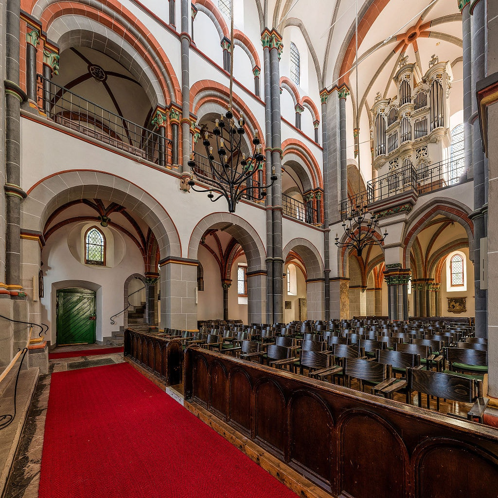 St._Peter,_Bacharach,_Nave_as_seen_from_left_aisle_20141024_1