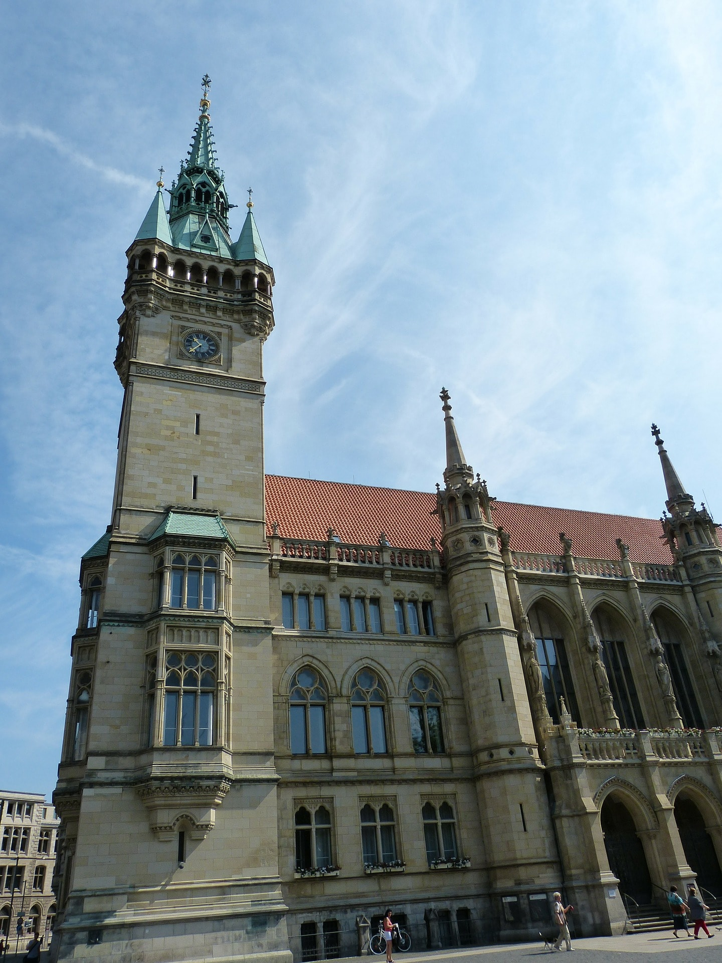 town-hall-206999_1920
