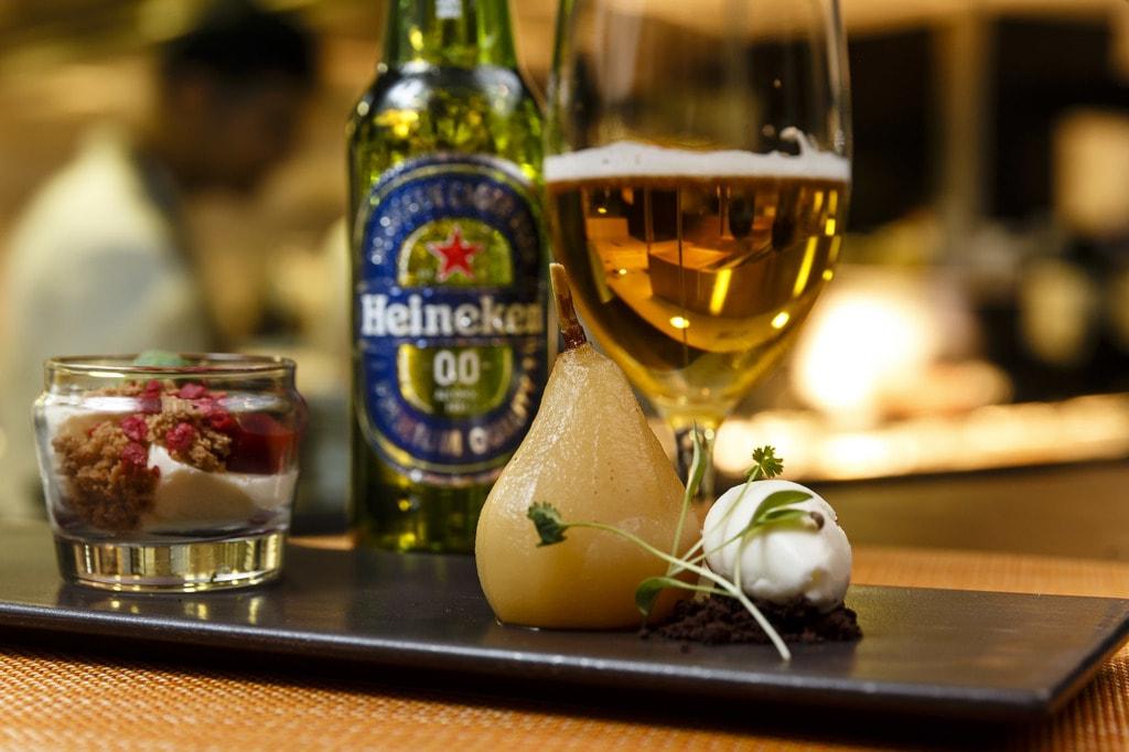 Poached pear and panna cotta | © Heineken 0.0