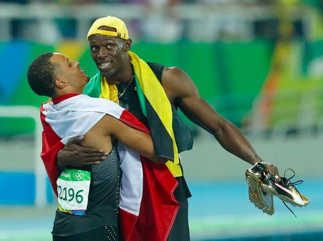 Usain Bolt embraces Andre De Grasse | © Fernando Frazão Agência Brasil/Wikimedia Commons