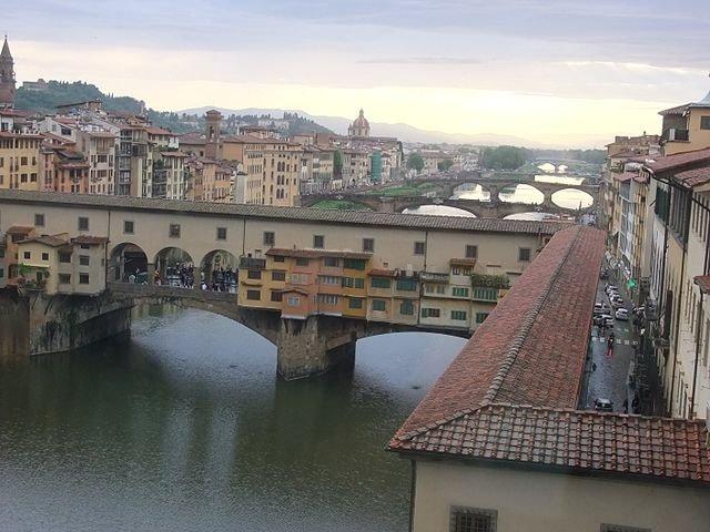 Vasari_Corridor_and_Ponte_Vecchio,_Florence