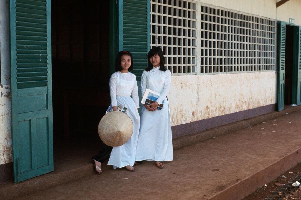 Vietnamese school girls