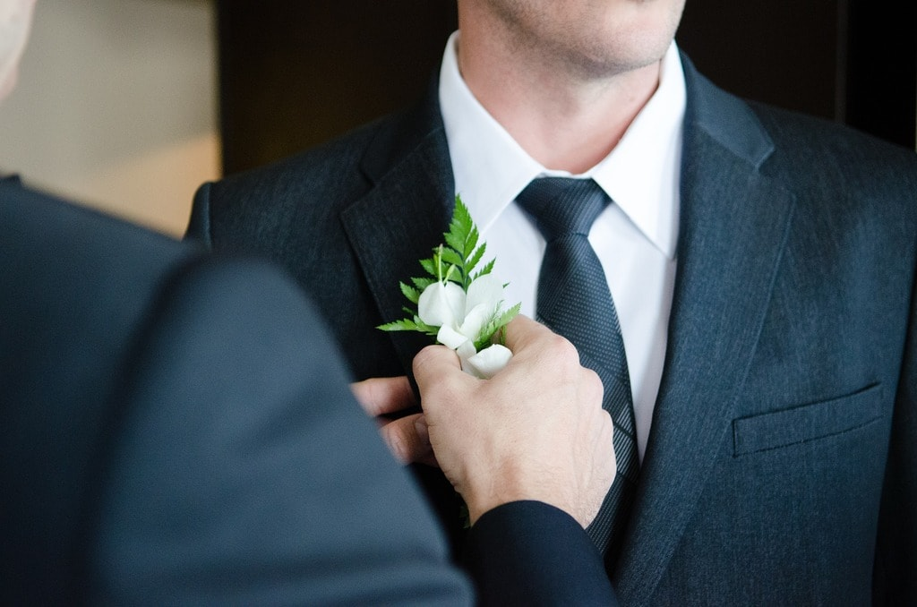 The groom shouldn't get too attached to his tie | © Free-photos/Pixabay