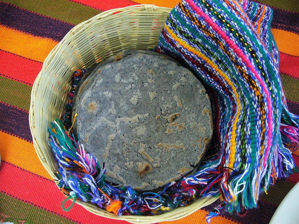 1024px-081116_black_maize_tortillas