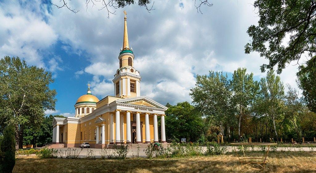 1024px-Панораму_двору_Спасо-Преображенського_кафедрального_собору