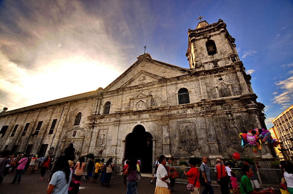 1024px-Allan_Jay_Quesada-_DSC_0035_The_Minor_Basilica_of_the_Holy_Child,_Cebu_CIty