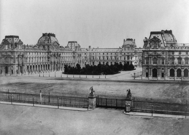 1024px-Édouard_Baldus,_Paris._Louvre,_between_1851_and_1870