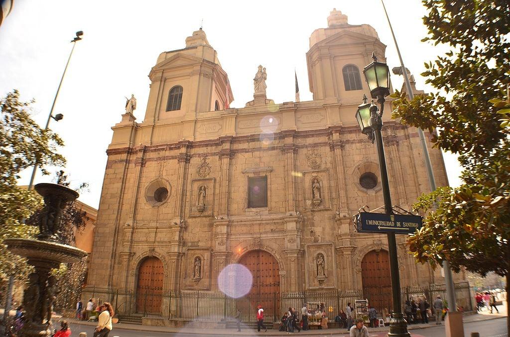 1024px-Fachada_principal_de_la_Iglesia_de_Santo_Domingo
