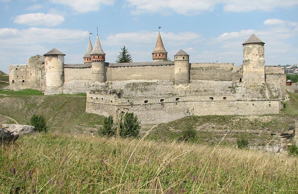 1024px-Kamianets-Podilskyi-Castle-2007