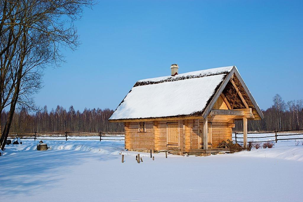 1024px-Latvian_sauna_house_II