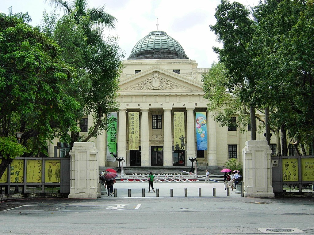 1024px-National_Taiwan_Museum_front_20070912
