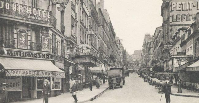 1024px-Paris_Montmartre_in_1925