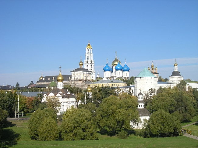 1024px-Russia-Sergiev_Posad-Troitse-Sergiyeva_Lavra-Panorama-5