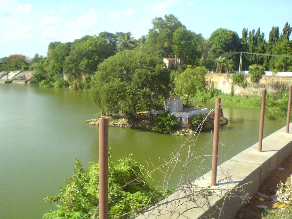 1024px-Sivagangai_park_temple_-_panoramio