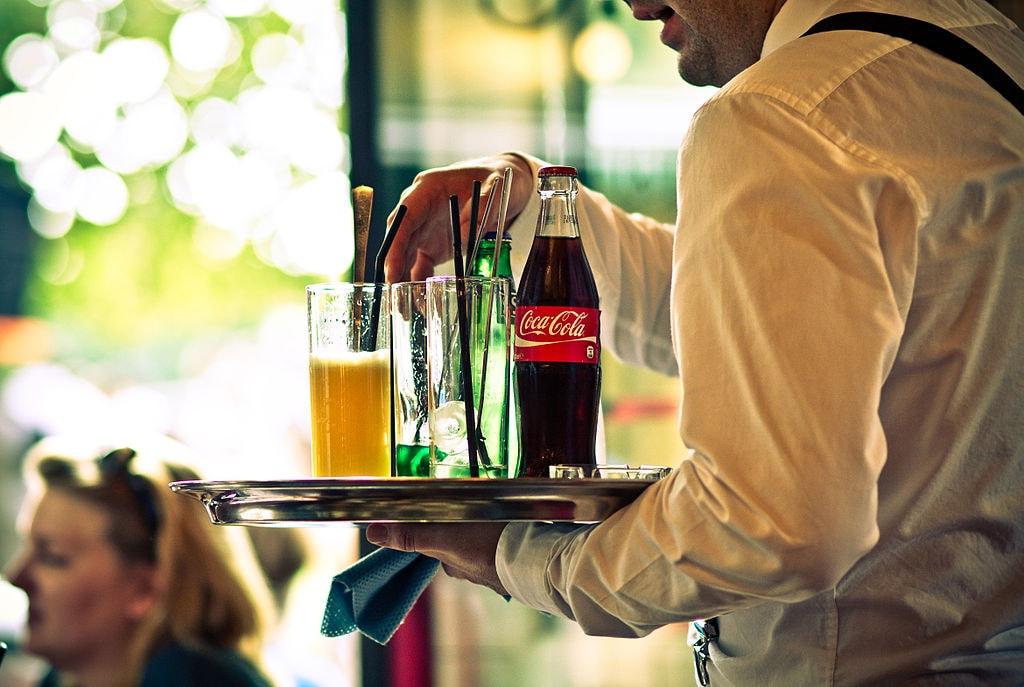 1024px-Waiter_in_a_restaurant,_Paris_2011