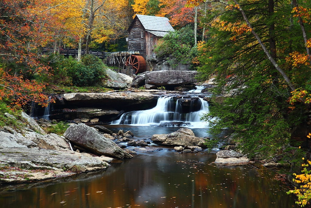 1024px-West-virginia-autumn-grist-mill-fall-foliage