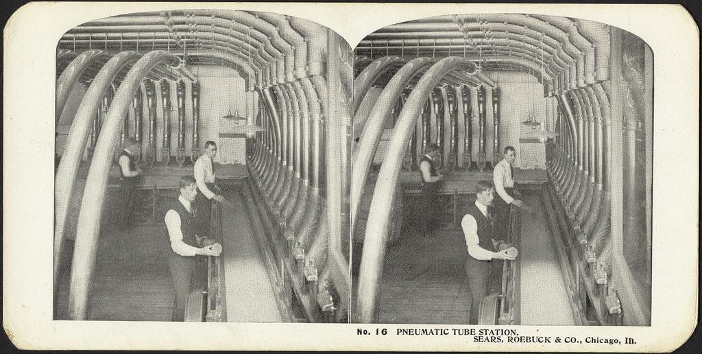 "There was also a pneumatic tube system in Chicago   <a href=""https://www.flickr.com/photos/boston_public_library/11237633933/in/photolist-ef5mqe-i82P4c-acmiMd-XomMav-cDMH29-pDcQ96-bwRAu-4A4HxB-iGjRNS-iEzcHy-4A922E-i82jXp-8DNhw9-iEyXv4-iCoASy-iGhJCw-9PXH7j-pDfhMw-4A4PCM-b55uSM-8wQxfv-pVLBnf-bfX5Bz-obYy8D-b55Aw6-8ij415-ouCy6w-9Lp8fn-8DNfDw-6wzQJt-pDfidm-dahhVt-8SQMne-eN4buW-8wQu6v-8DNfWm-rxNo3o-6g594a-8wRuVr-4A4MbZ-9j5LTH-9j9eH1-a42ese-oYR3y1-4A4N6P-b55FhX-ocT31t-otrBES-4A4Jw2-8wQt2X"" target=""_blank"" rel=""noopener"">© Boston Public Library/Flickr</a>"