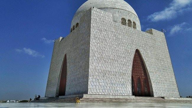 1200px-Fantastic_Architecture_of_Mazar_e_Quaid