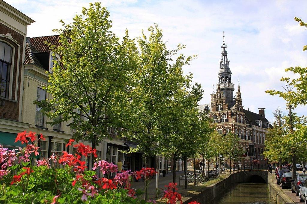 1200px-Het_Raadhuis_of_Stadhuis_in_Franeker