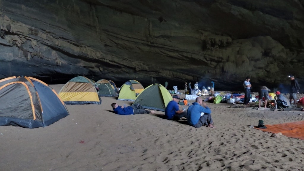 Camping in Son Doong cave | © Doug Knuth/Flickr