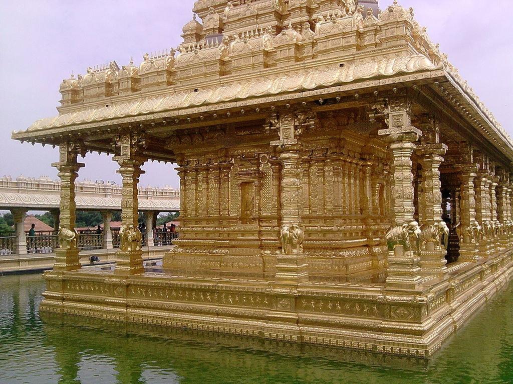 1280px-Golden_Temple,_Vellore,_India