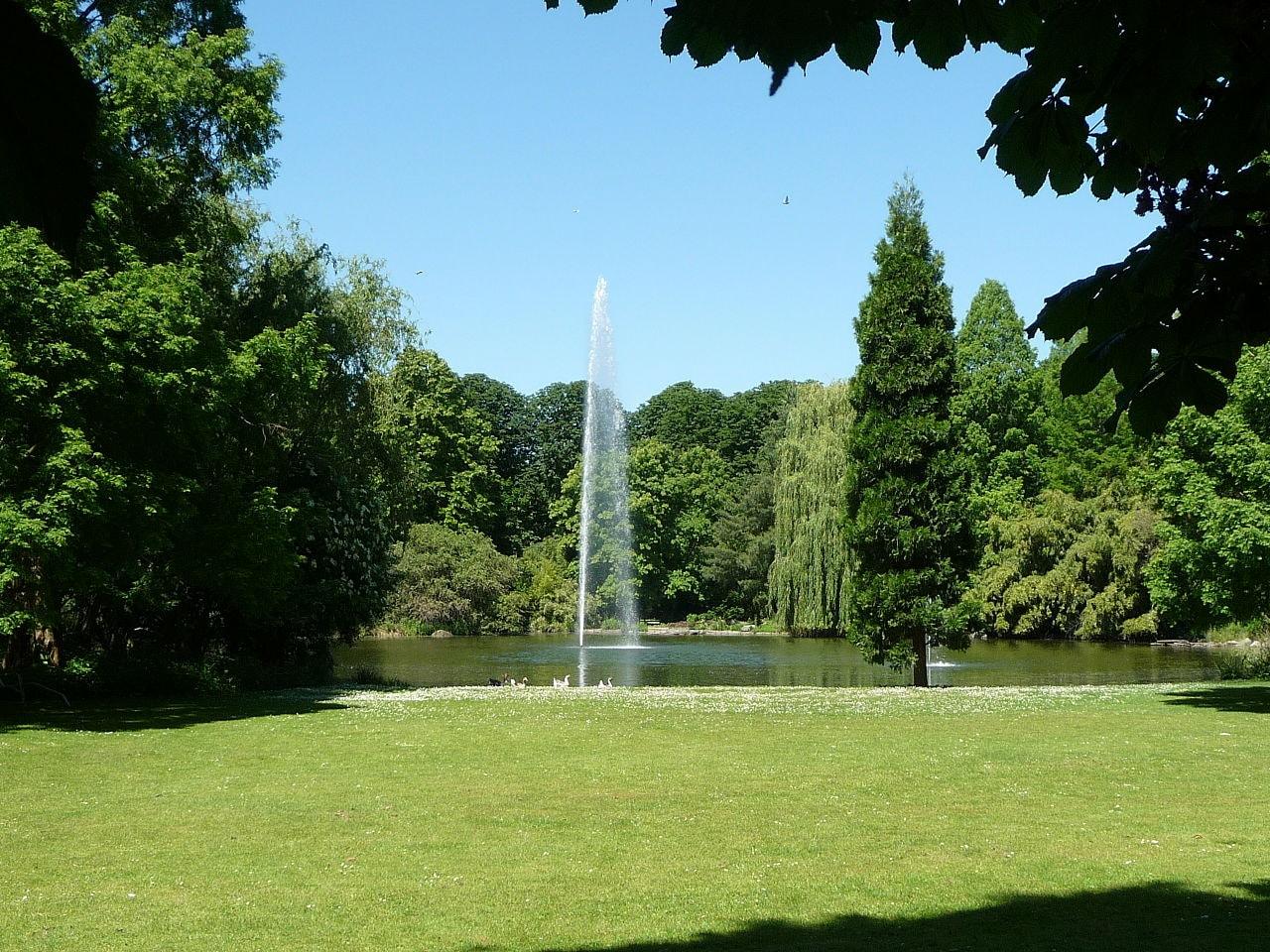 1280px-Herzogenriedpark_053
