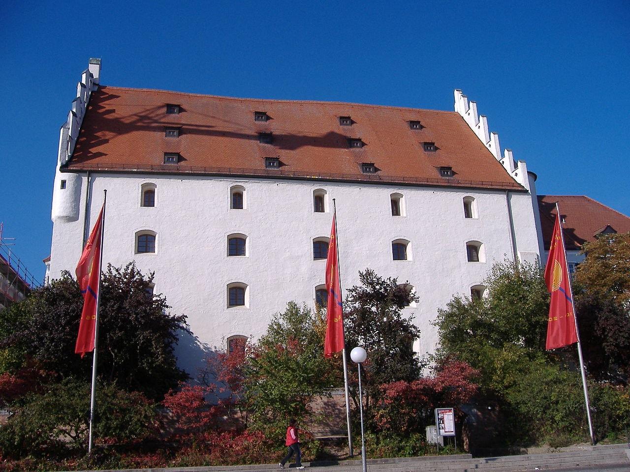 1280px-HerzogskastenIngolstadtAussen