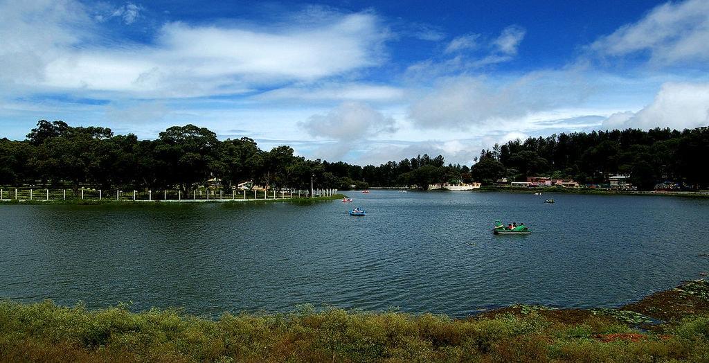 1280px-Yercaud_lake