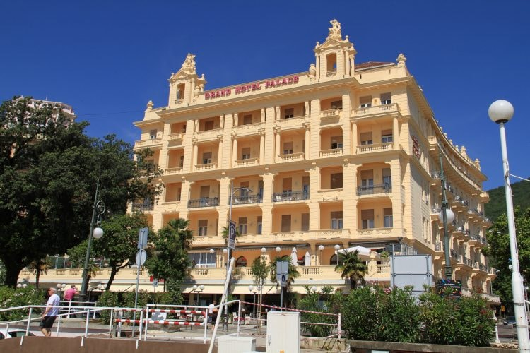 Grand Hotel Palace | © Ronnie Macdonald/Flickr