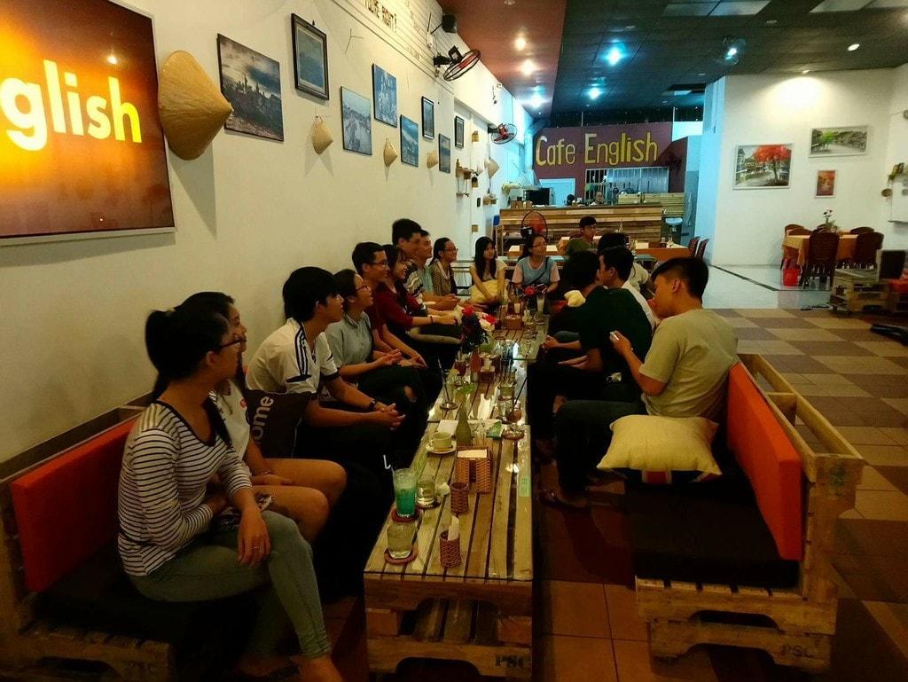 Come hang out   © Cafe English/Facebook