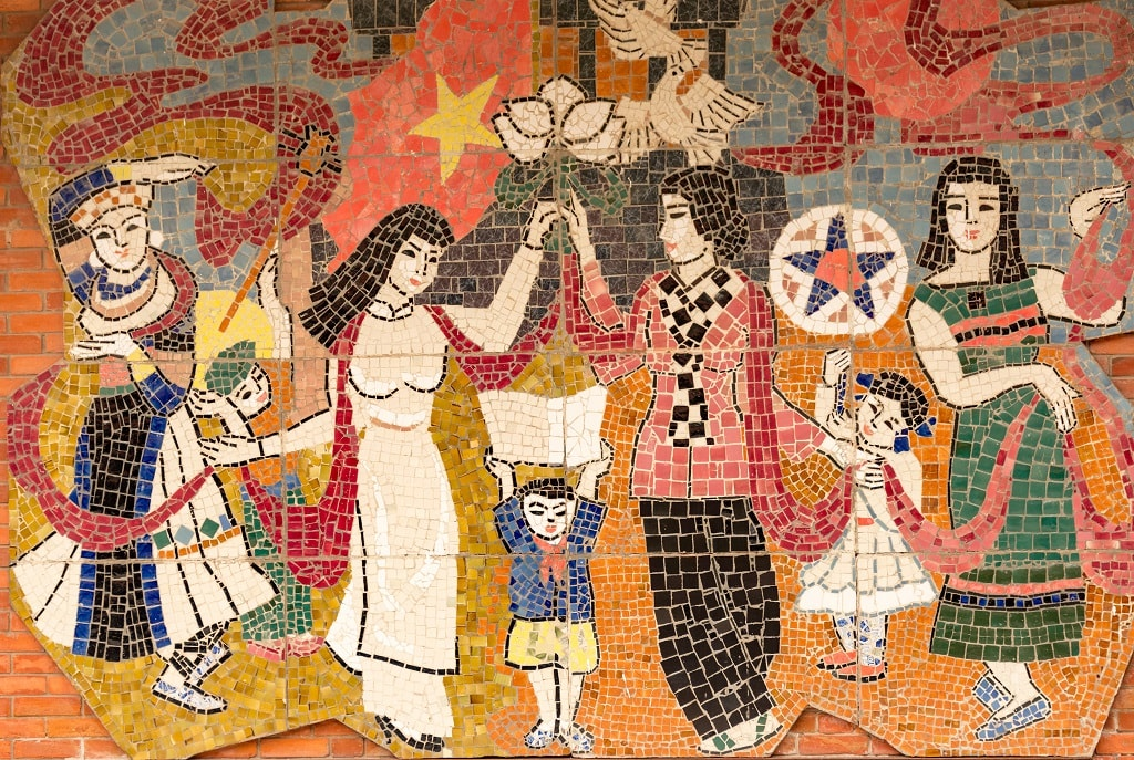 Just one section of the long mosaic wall | © xiquinhosilva/Flickr