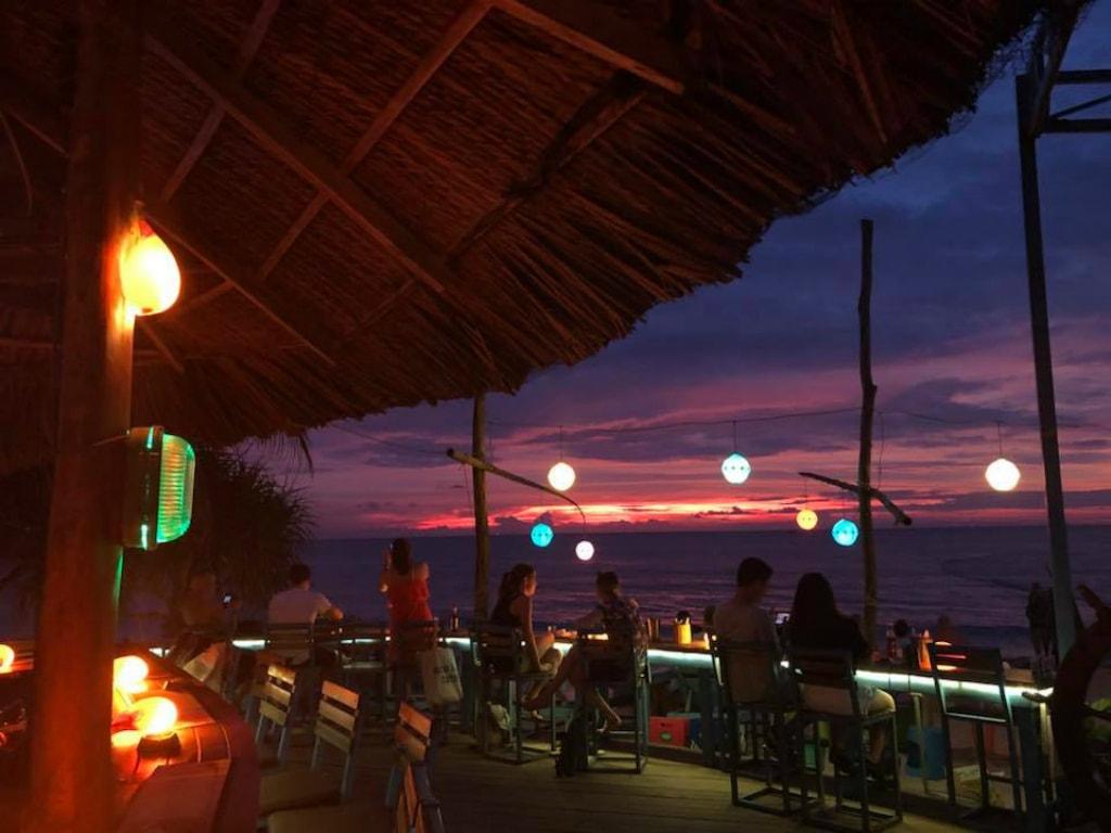 Sunset deck | © Rory's Bar/Facebook