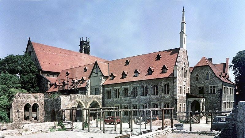 800px-19850704500MNR_Erfurt_Augustinerkloster