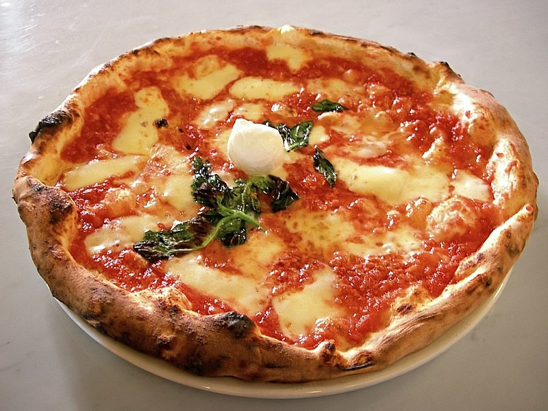 800px-Eq_it-na_pizza-margherita_sep2005_sml