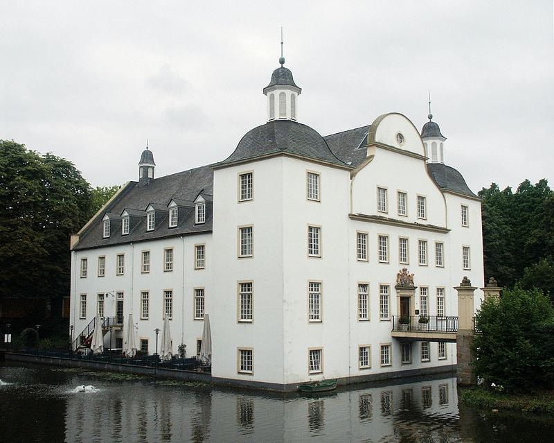 800px-SchlossBorbeck01