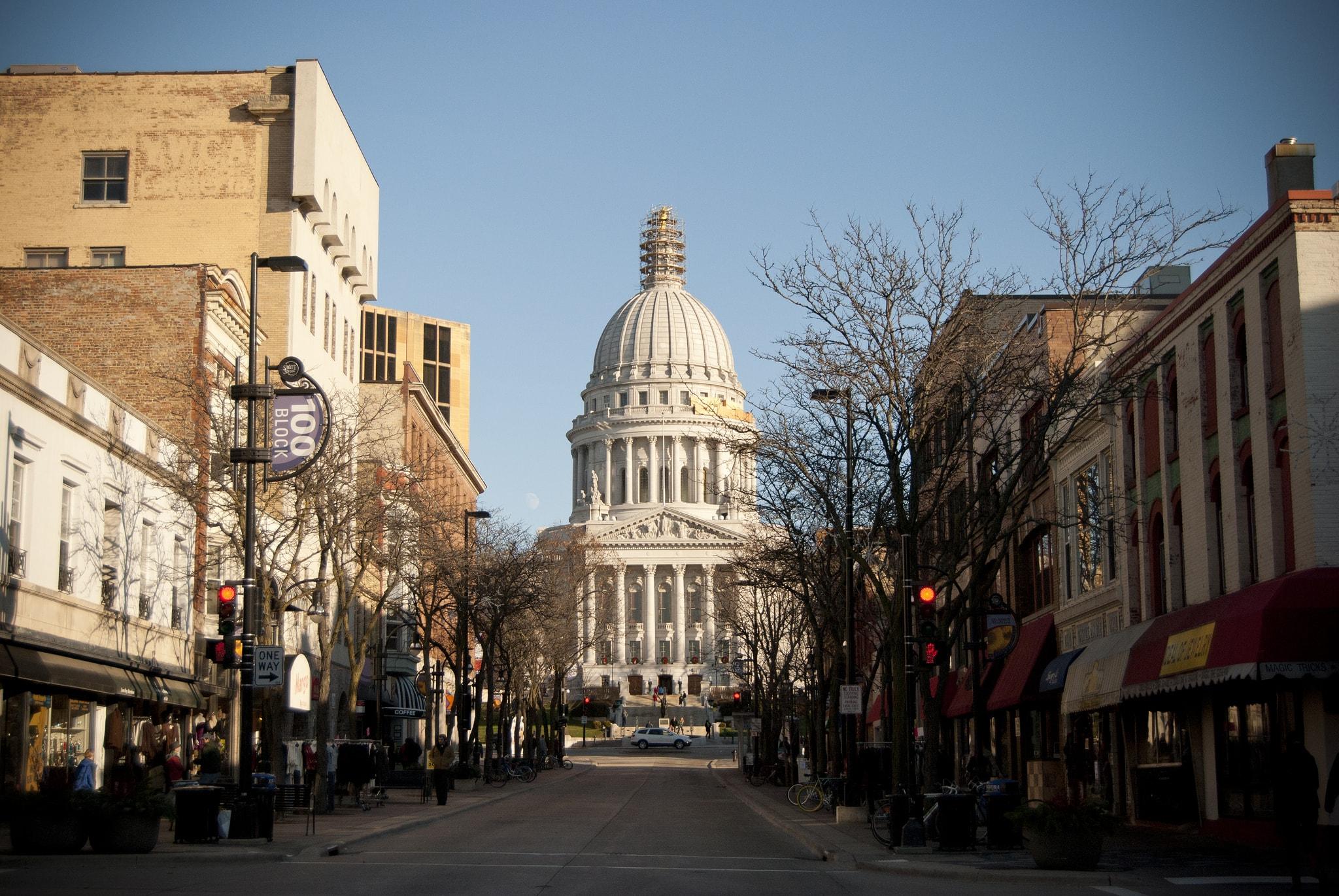 State Street Madison | © PROedwardhblake/flickr