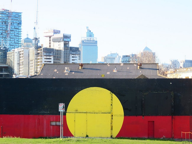 Aboriginal flag Wandbild in Redfern | © Newtown Graffiti / Flickr
