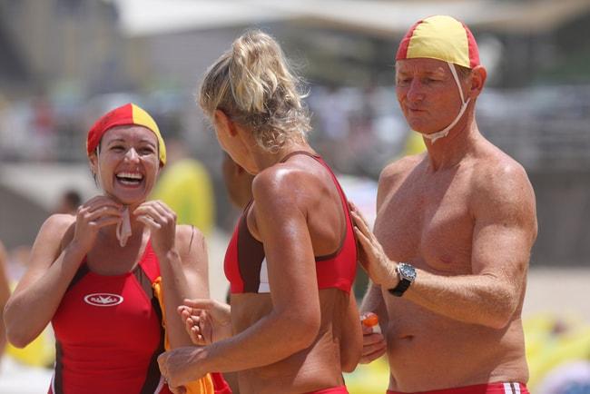 Aussie lifesavers laughing   © Eva Rinaldi/Flickr