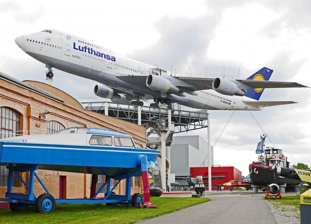boeing_747_jumbo_jet_museum_outdoor_area_aircraft_aviation_lufthansa_airliner-622535