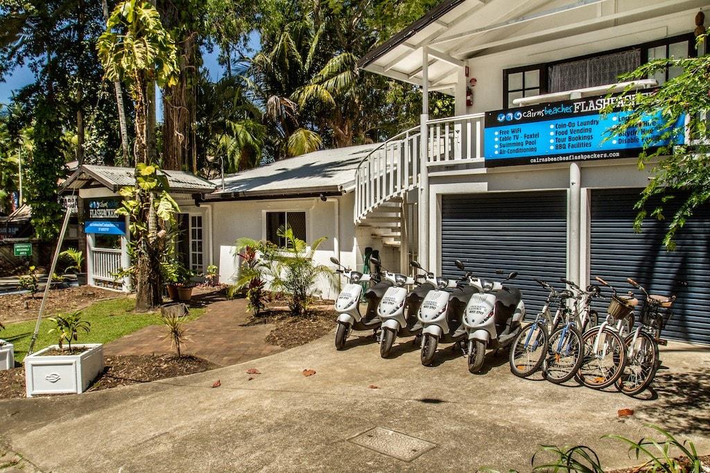 Cairns-Beaches-Flash-Packing-1024x682