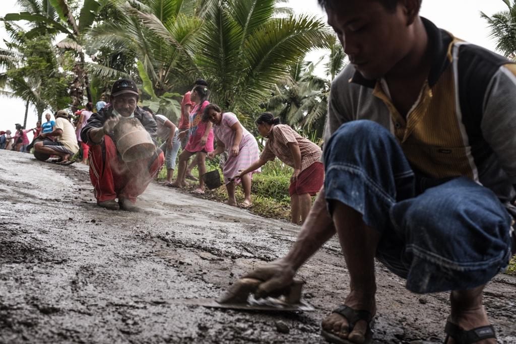 Bare Hands for a new Road | © Sebastian Jacobitz / Streetbounty.com
