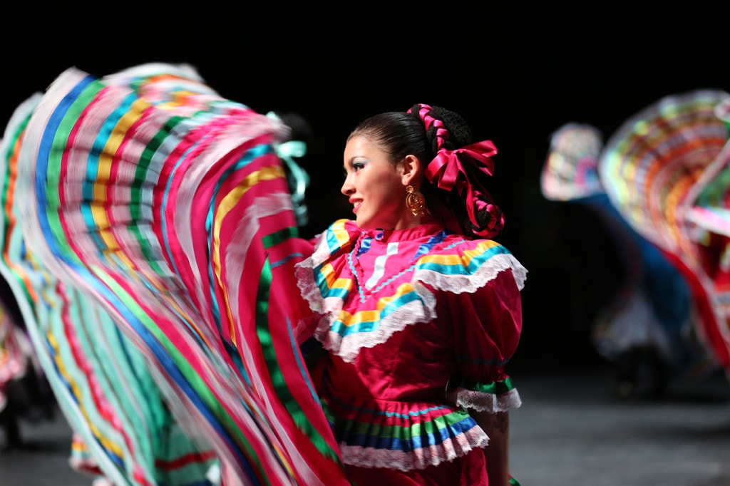 Dallas Arts District - Anita Martinez Ballet Folklorico
