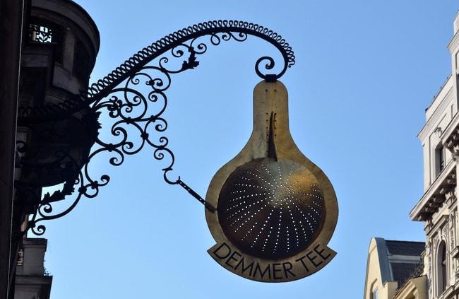 Demmer_tea_shop,_Paniglgasse_17,_Vienna