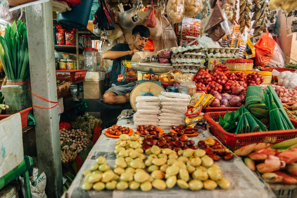 The market offers the best places to shop if you want to cook a local meal at home | Irene Navarro / © Culture Trip