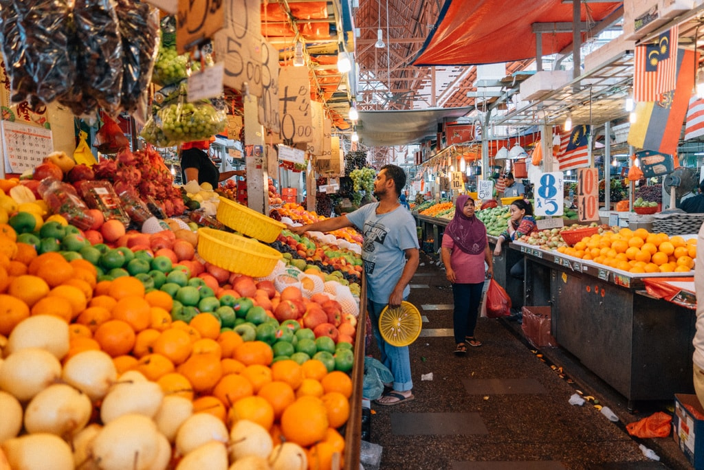 Fresh fruits are abundantly available in the market | Irene Navarro / © Culture Trip