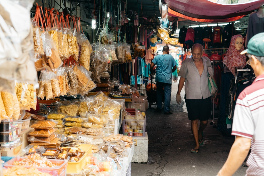 Wet and dry food as well as clothing and bags are available | Irene Navarro / © Culture Trip
