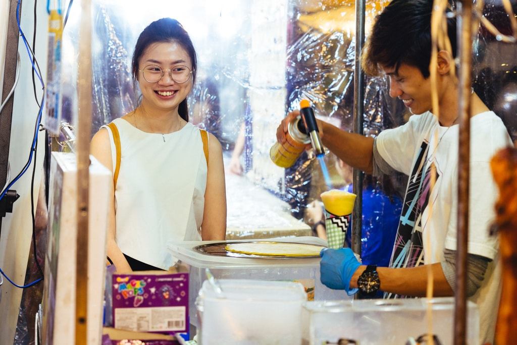 Some would specifically come to taste the unique food that's only available in this night market | Irene Navarro / © Culture Trip