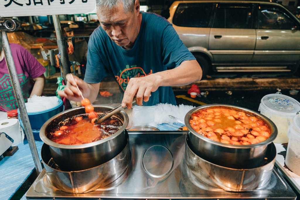 If you like curry, then you should try the famous curry fishballs | Irene Navarro / © Culture Trip