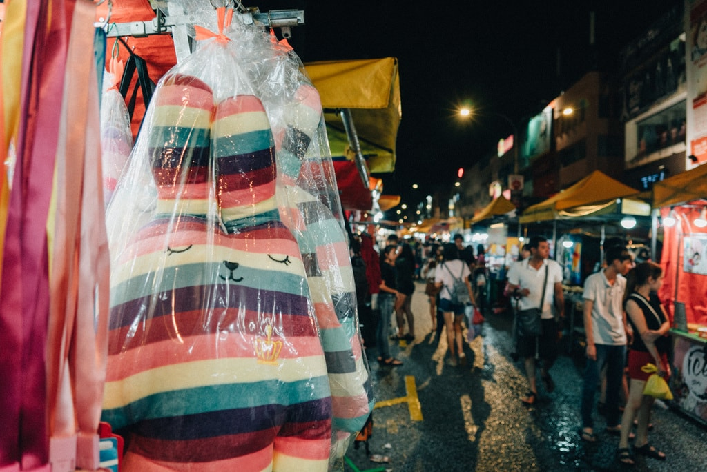Most people would go to the night market after they finish work | Irene Navarro / © Culture Trip
