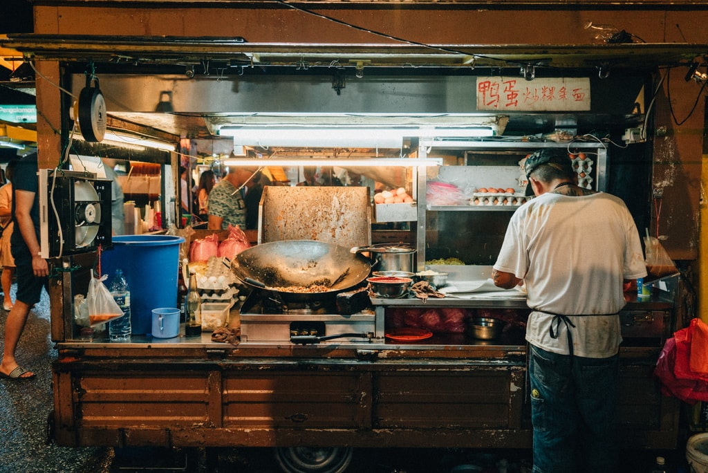 You can enjoy hot and freshly cooked fried noodles from one of the many food trucks | Irene Navarro / © Culture Trip